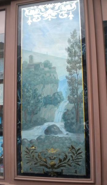 Devanture; élévation ; fixés sous verre en devanture ; paysage de montagne et cours d'eau