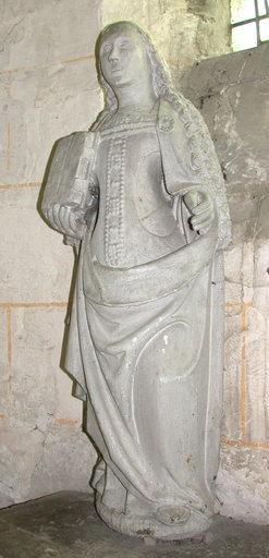 statue : Sainte tenant un livre dans la main droite