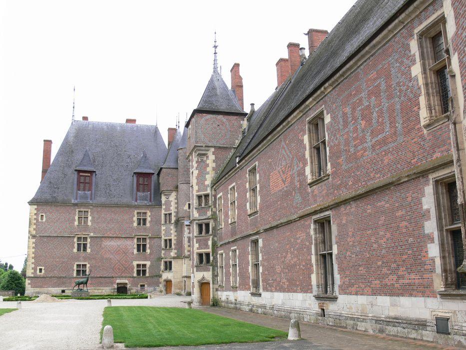 Ancien château, actuellement Musée international de la Chasse: Façades nord-ouest, vue générale