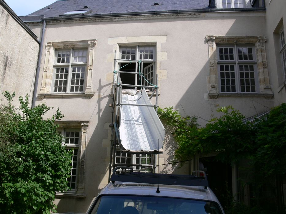 Ancienne maison canoniale: Façade sur cour, vue partielle