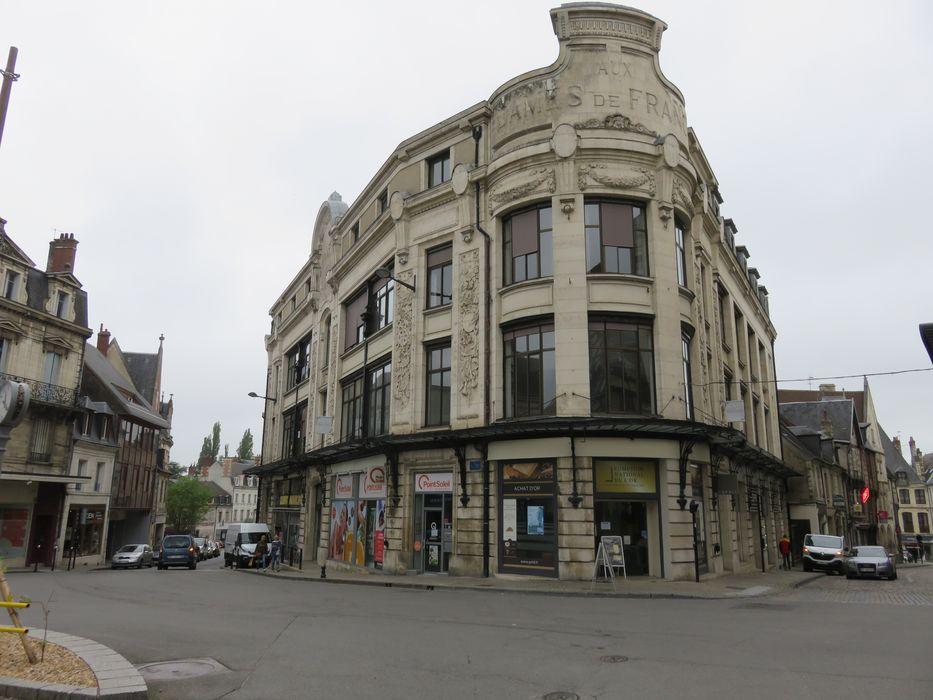"""""""Ancien grand magasin """"Aux Dames de France"""": Façades sur rues, vue générale"""""""