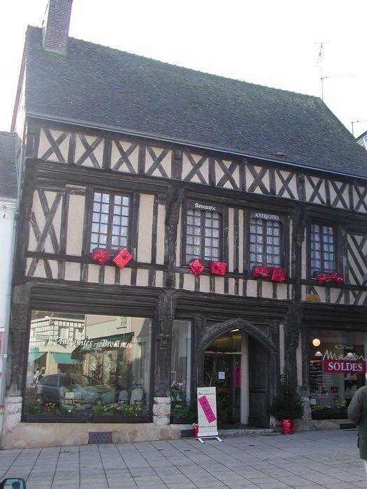 Maison à pans de bois: Façade sur rue, vue générale