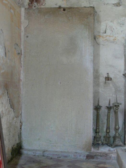dalle funéraire de Léonor de Lars, Dame de Saint Sec