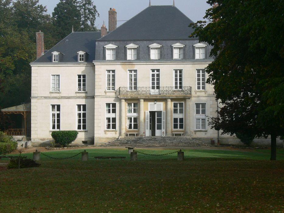 Château d'Arnouville: Façade sud, vue générale