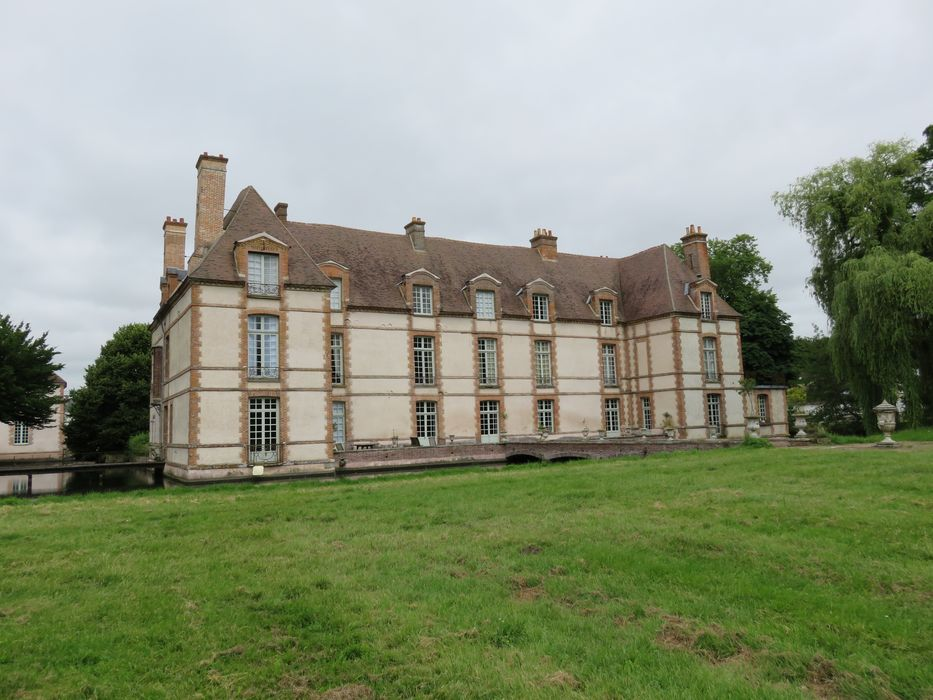 Château: Ensemble sud-est, vue générale