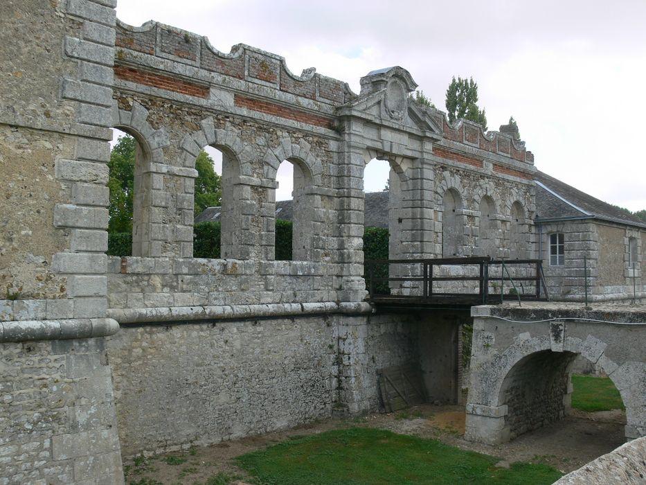 Restes de l'ancien château de Mémillon: Ensemble sud, vue partielle