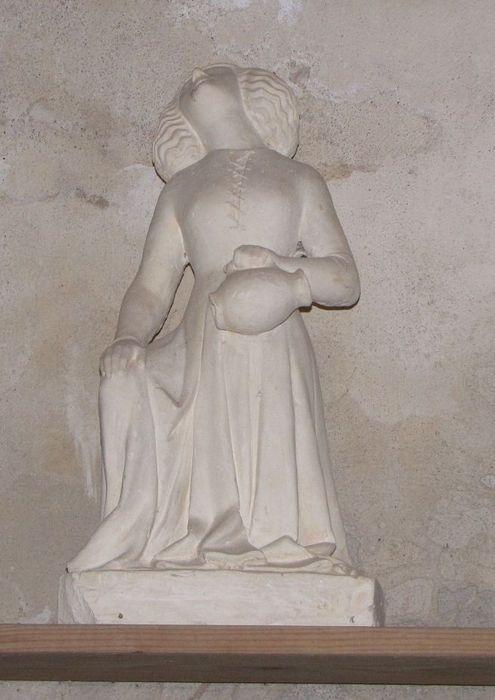 Statue : Jeune fille portant une cruche