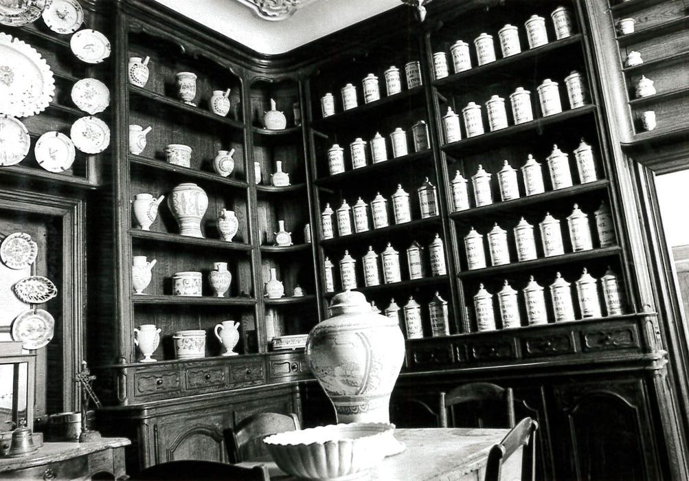 58 pots à pharmacie