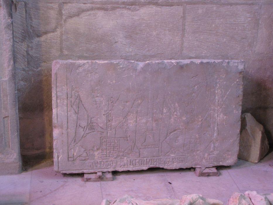 dalle funéraire (fragment)