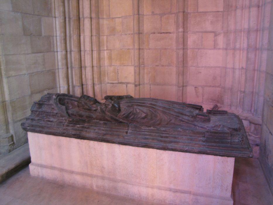 Statue : gisante