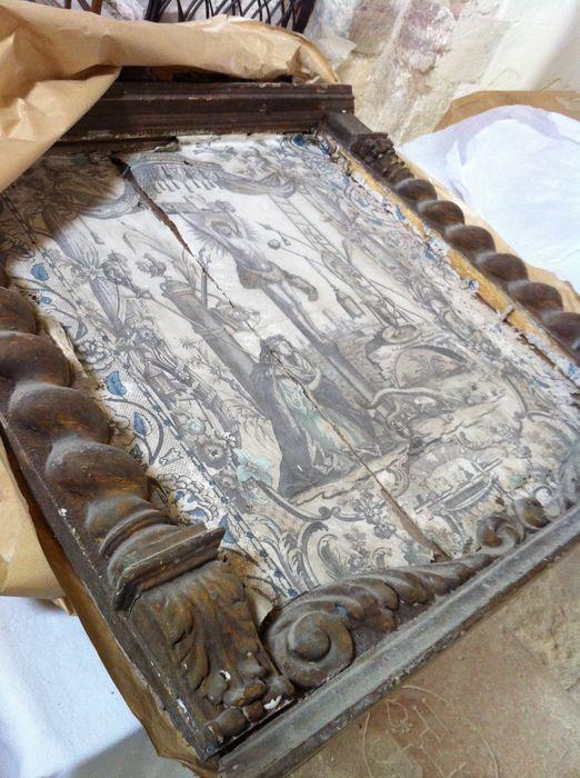 deux estampes et leurs cadres : Adoration du Saint Sacrement et Christ en Croix avec les instruments de la Passion