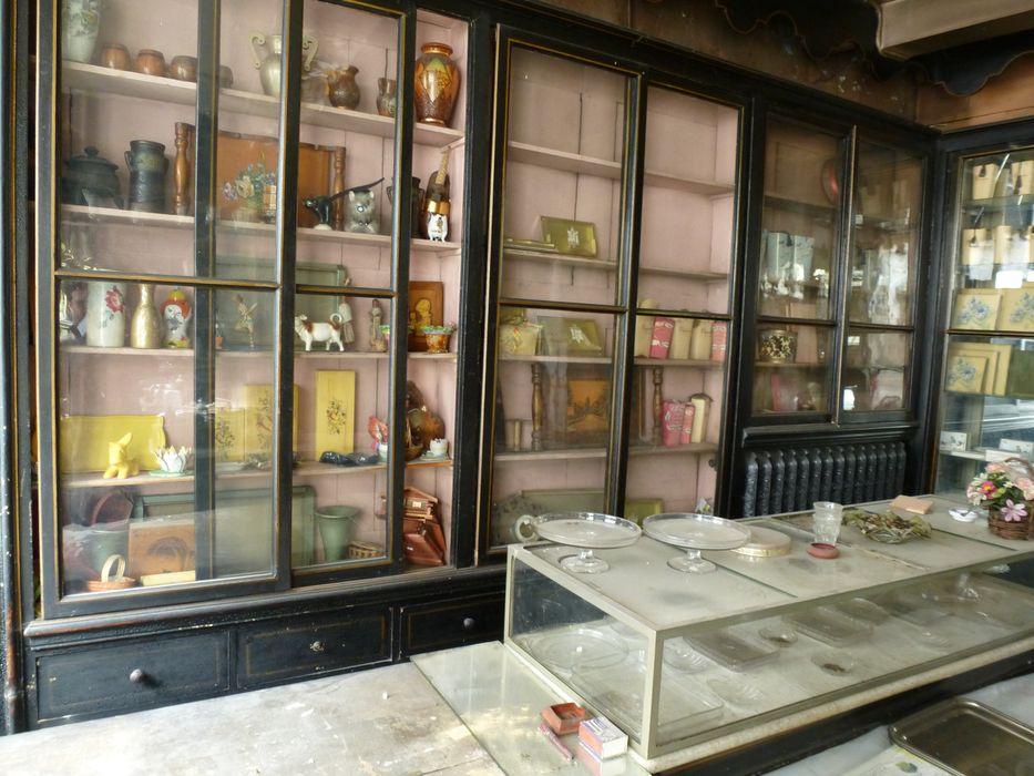 Confiserie (ancienne): Boutique, vue partielle de l'aménagement intérieur