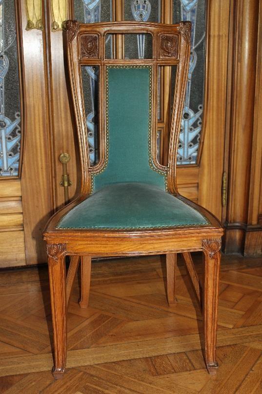 chaise (décor pommes de pin), couleur bleue