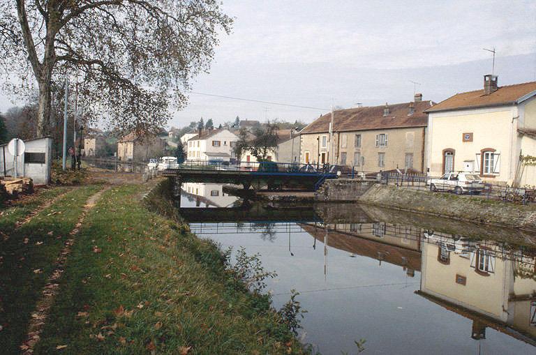 pont tournant sur le canal de l'Est