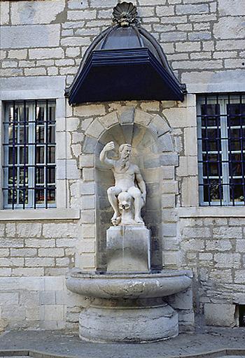 fontaine des Carmes
