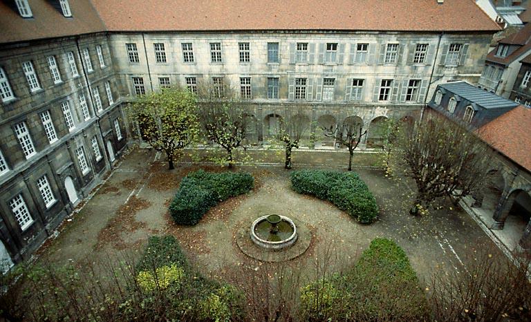 Ancien collège des Jésuites, collège Victor-Hugo-Centre