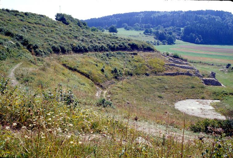 site archéologique : vestiges du théâtre gallo-romain