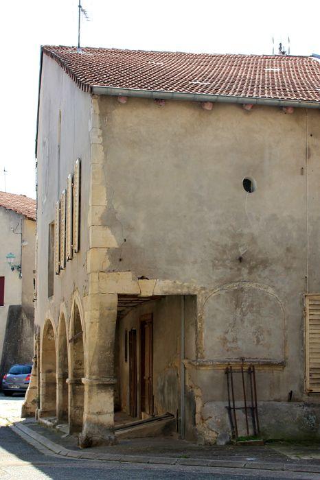façades sur rue, vue partielle