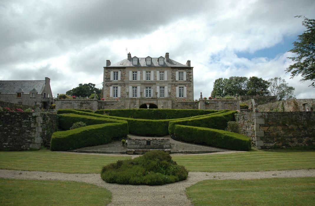 Jardin de Coat-Ilès: Vue générale du logis et de ses jardins en terrasses