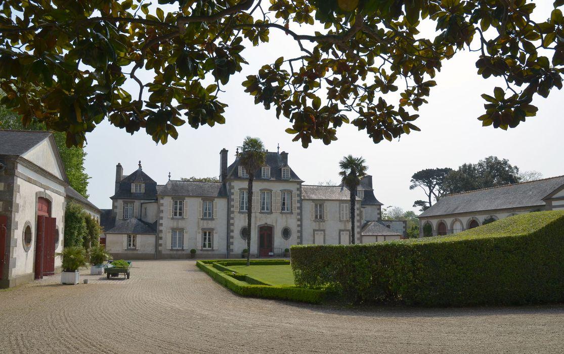 Domaine de Montmarin : Vue générale ouest depuis la cour