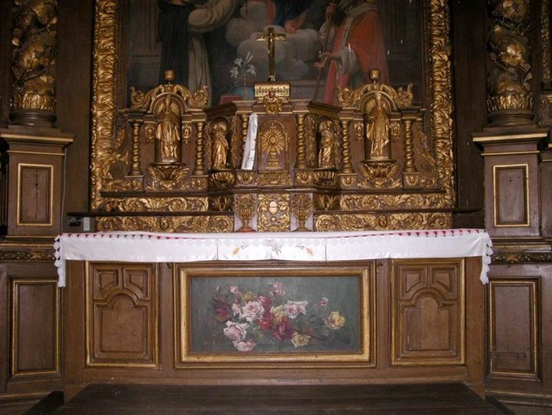 2 gradins d'autel, tabernacle à ailes et ses 4 statuettes (maître-autel)