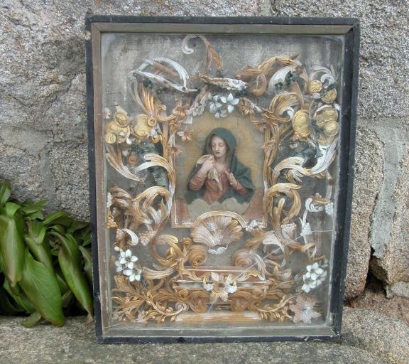 Tableau-reliquaire à cires et paperoles : Vierge éplorée