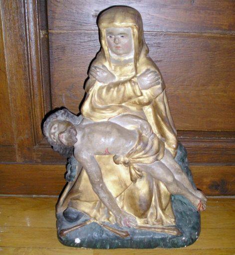 Groupe sculpté : Vierge de Pitié (maître-autel)