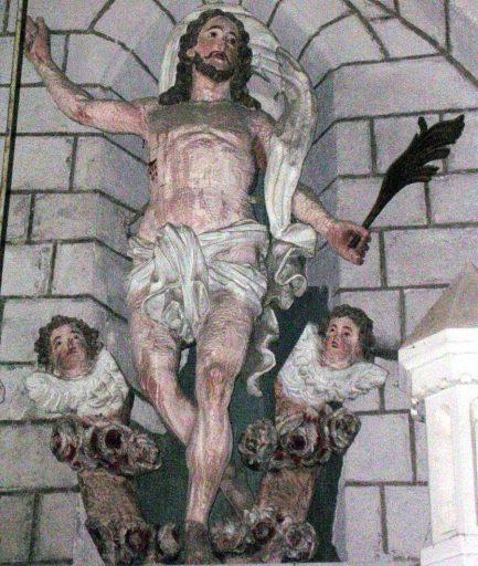 Statue : Christ ressuscité