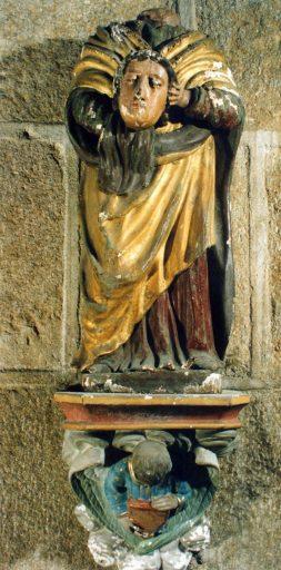 Statue : sainte Valérie portant sa tête