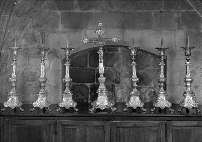 croix d'autel ; chandeliers d'autel