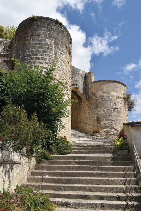 Château : Vue partielle des ruines, élévation sud-est