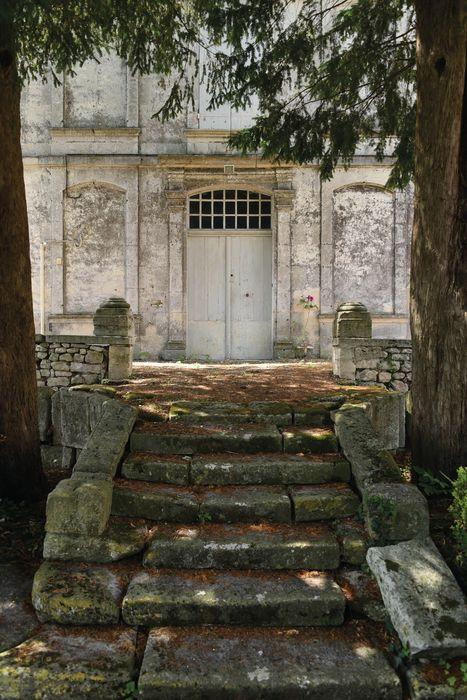 Presbytère: Façade est, détail de la porte d'accès au logis