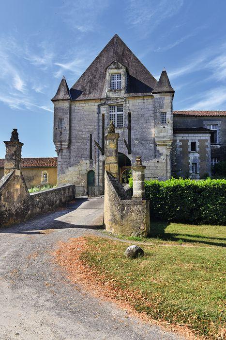 Château: Porterie d'entrée, façade nord, vue générale