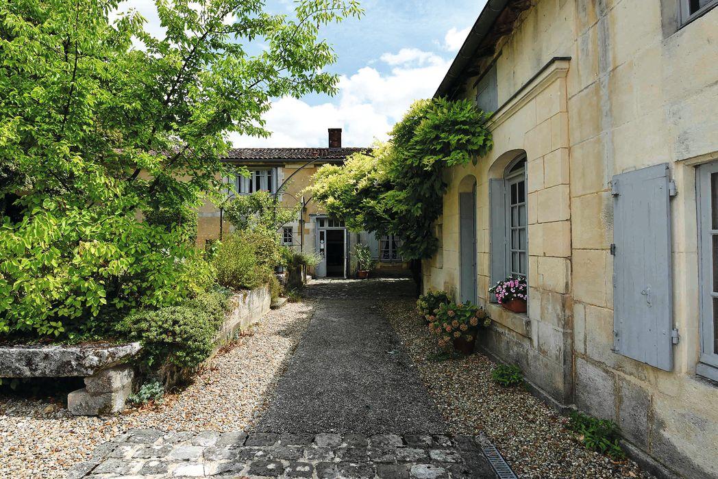 Maison natale de François Mitterand: Cour intérieure, vue partielle