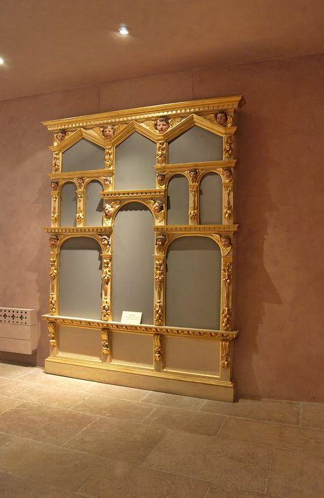 armoire à reliquaires