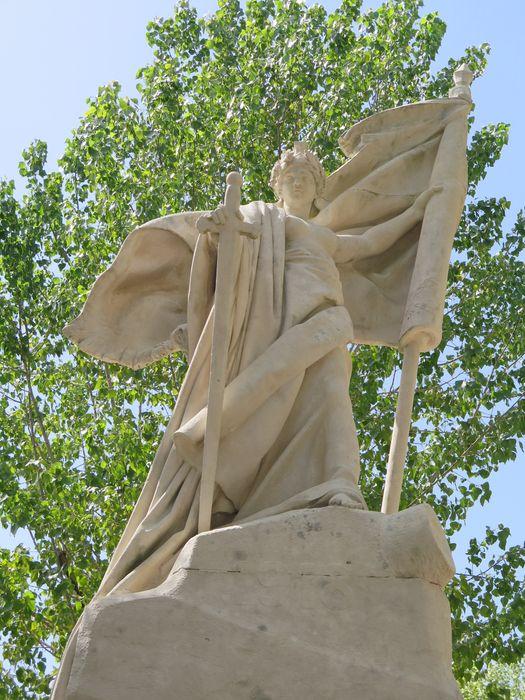 Monument aux morts de la guerre de 1914-1918 de l'ancienne école militaire