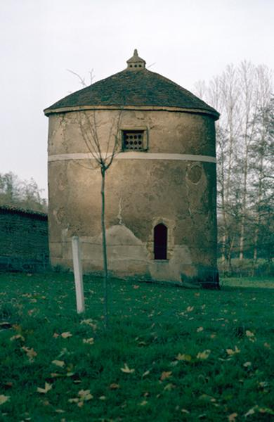 Château de Gatellier (également sur commune de Charlieu)