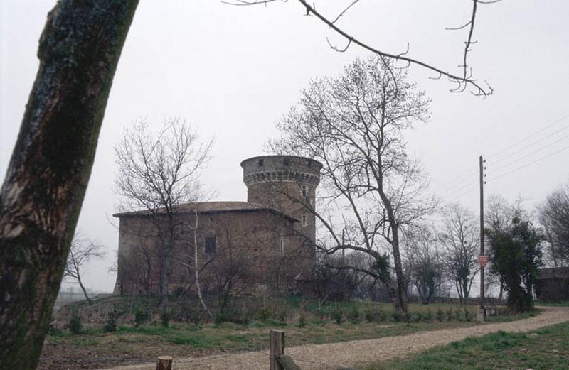 Tour et bâtiment annexe