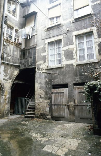Orfèvres (rue des) 9,11