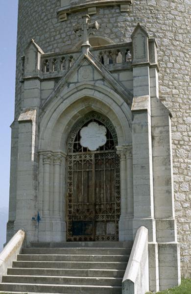 Tour d'Avallon