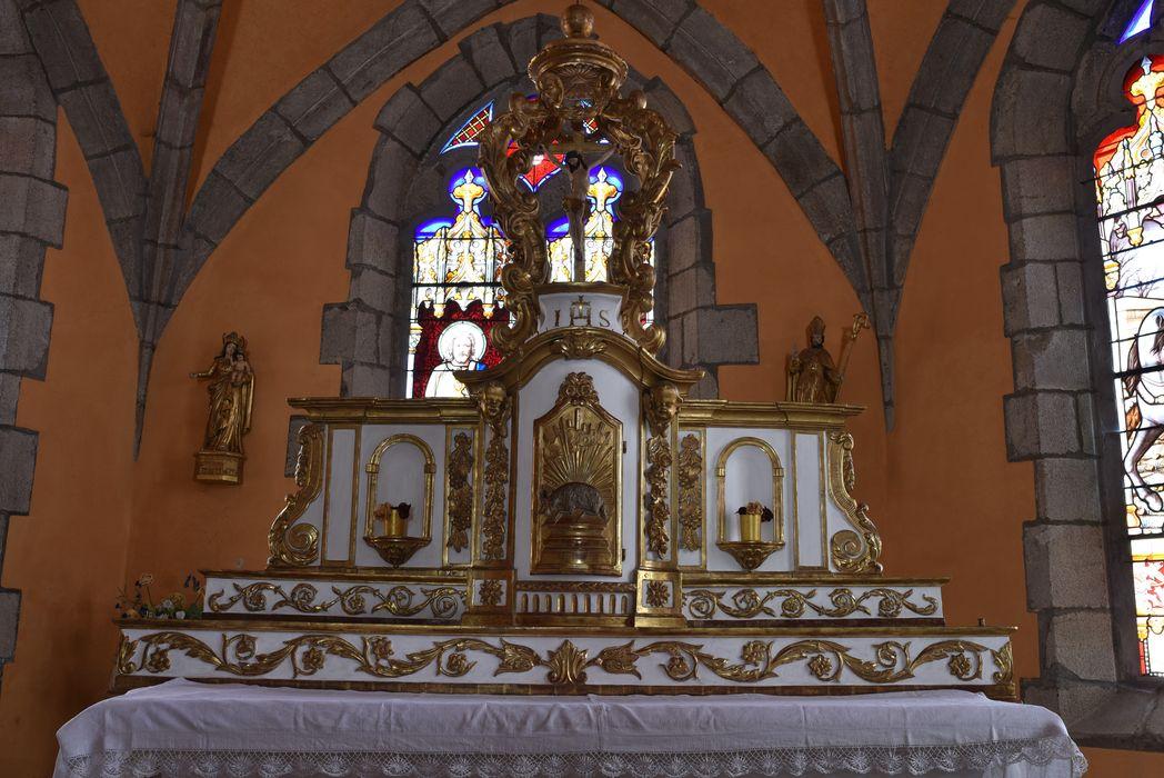 Ensemble du maître-autel (autel, tabernacle, exposition, lustre, 2 gradins).