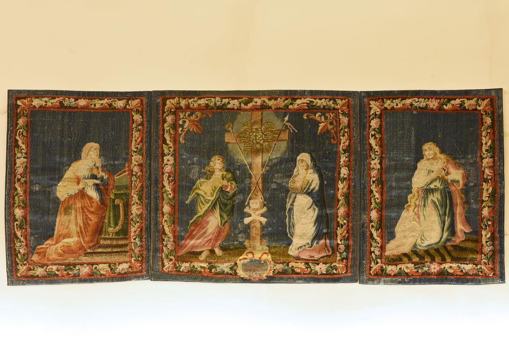 antependium : la Vierge et saint Jean de part et d'autre de la Croix, sainte Madeleine, un personnage féminin agenouillé, vue générale