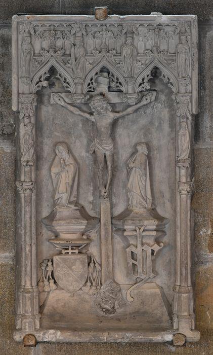 3 bas-reliefs dit calvaire du cardinal de Bourbon : Christ entre la Vierge et saint Jean (le)