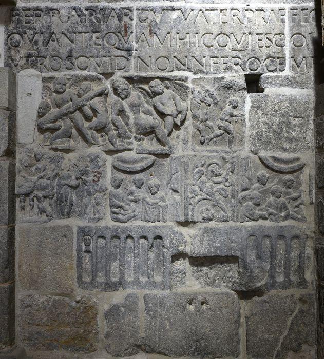 Bas-relief : ivresse d'Hercule (l'), vue générale