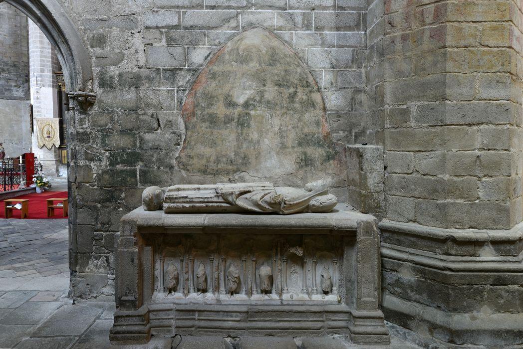 Tombeau (gisant) de Smaragde de Vichy, vue générale