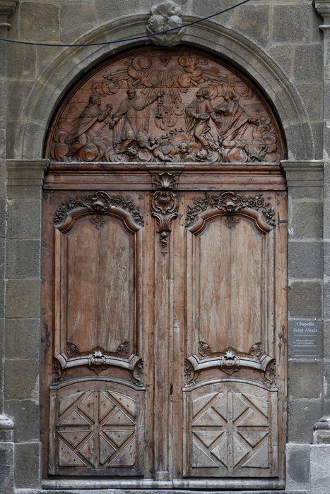 Porte de la chapelle, vue générale