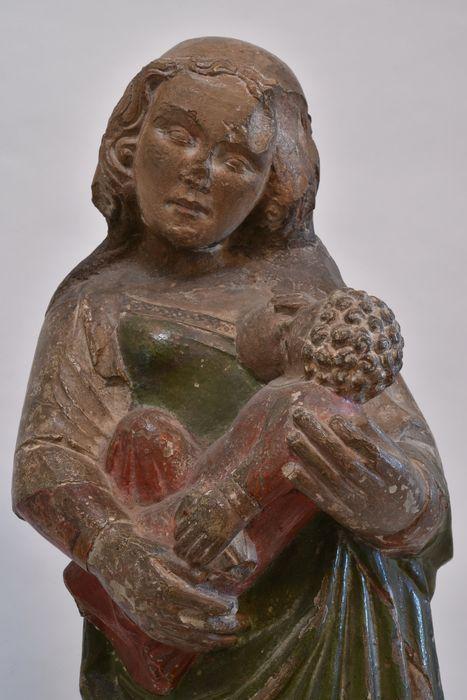 Statuette : Vierge allaitante, vue partielle