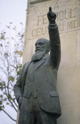 monument commémoratif du docteur Ferroul