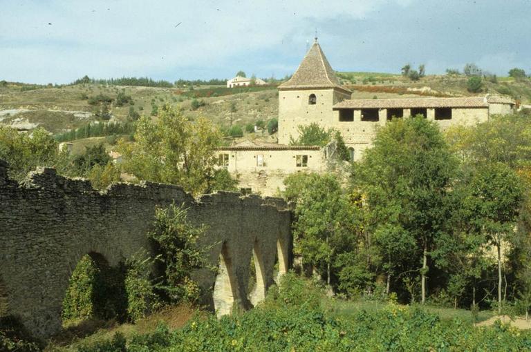 ancienne abbaye; aqueduc; église