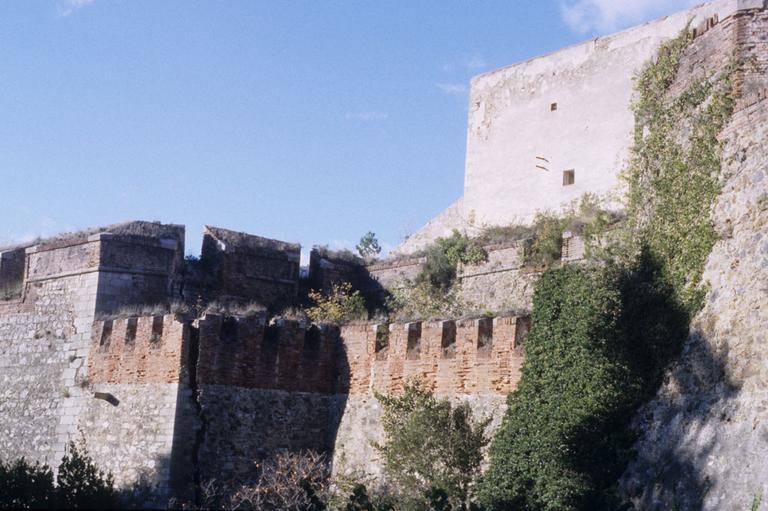 fort dit le Fort-Les-Bains